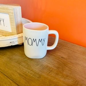 Rae Dunn Mommy mug with pink inside